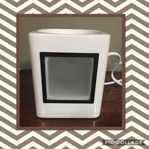 NWOB Scentsy Sleek White Frame Warmer